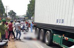 Người phụ nữ bị cuốn vào gầm xe container tử vong thương tâm sau va chạm