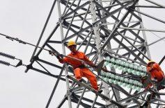 Chính phủ báo cáo Quốc hội thế nào về việc điện và xăng tăng giá?