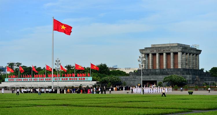Du lịch Hà Nội hỗ trợ miễn phí - Lăng chủ tịch Hồ Chí Minh