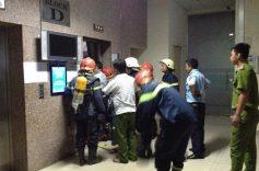 Khi sử dụng thang máy, tư thế an toàn cho bạn nếu thang máy bất ngờ rơi tự do