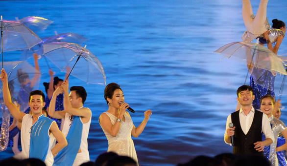 Rực rỡ sắc màu của biển trong Festival biển Nha Trang