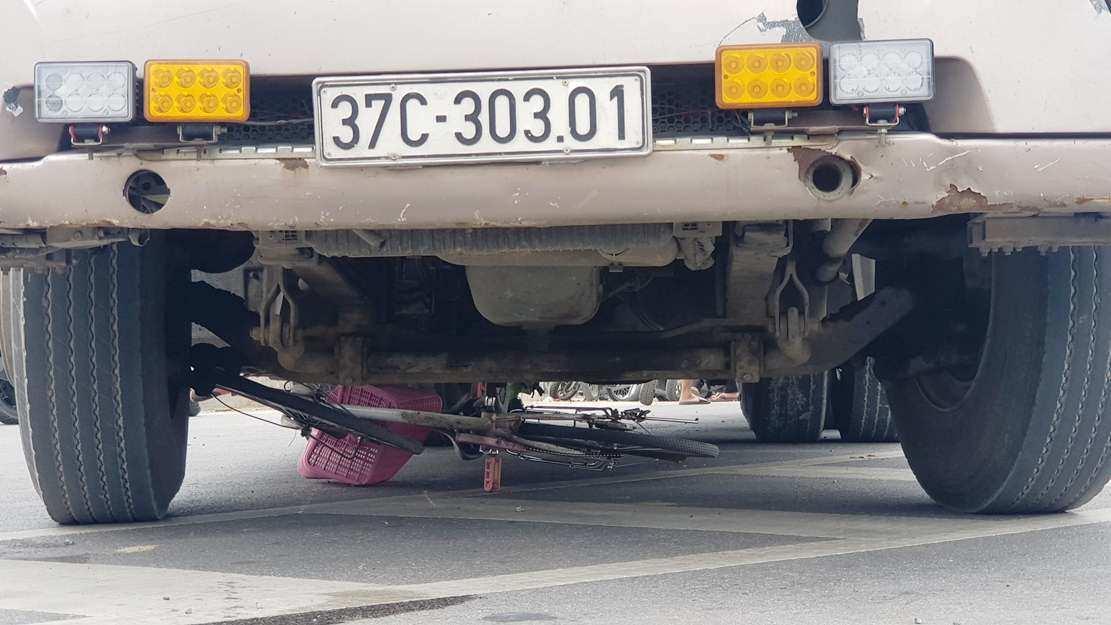 Va chạm với xe container, một học sinh ở Nghệ An tử vong thương tâm