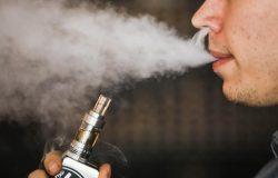 Cậu bé 17 tuổi bay răng, gãy đôi xương hàm vì thuốc lá điện tử phát nổ trong miệng