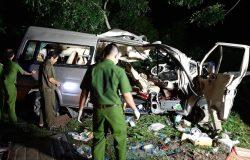 Hai ôtô đấu đầu tại Bình Thuận, 8 người chết