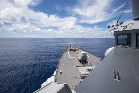 Mỹ tuyên bố hết trung lập trong vấn đề về Biển Đông, điều tàu chiến thách thức Trung Quốc